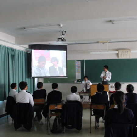 トロント研修の思い出をクラスで話しました。